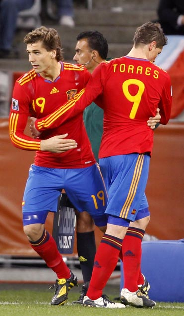 Fernando Torres being subsititued by Fernando Llorente