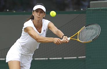 Tsvetana Pironkova returns to Venus Williams