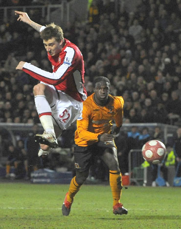 Nicklas Bendtner scores past Myhill