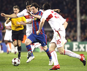 Barcelona' Lionel Messi (centre) juggles past VfB Stuttgart's Sami Khedira (back) and Christian Traesch during their Champions League match last week