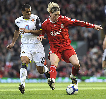 Liverpool's Fernando Torres (right) challenges Sunderland's Paulo da Silva during their English Premier League match on Sunday