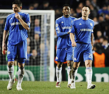 Chelsea players react after their loss to Inter Milan in Champions League