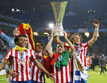 Atletico Madrid's players celebrate with the trophy