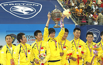 The Chinese team celebrates after winning the Thomas Cup on Sunday