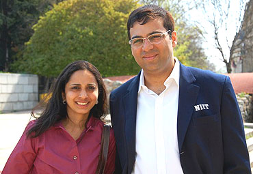 Anand with wife Aruna after the opening press conference in Sofia