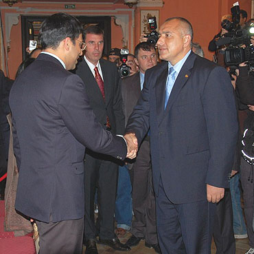 Anand is greeted by Bulgarian Prime Minister Boyko Borrissov at the opening ceremony