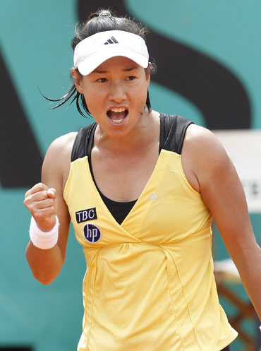 Date Krumm celebrates after beating Dinara Safina