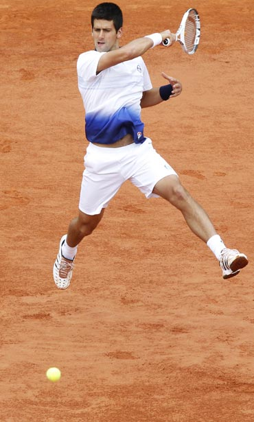 Novak Djokovic returns to Victor Hanescu