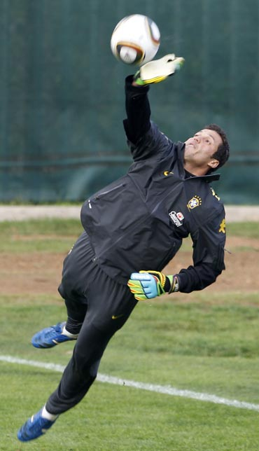 Julio Cesar during a practice session