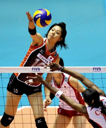 Japan's Saori Sakoda (left) spikes the ball against Karen Cope of Costa Rica