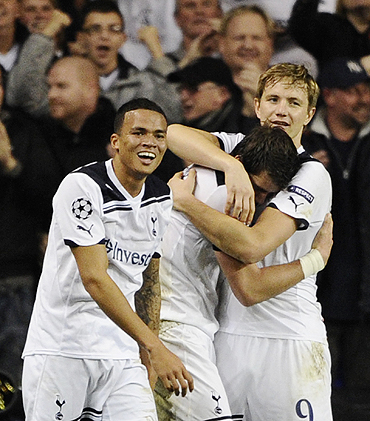Tottenham Hotspur's Roman Pavlyuchenko (right) celebrates with teammates Gareth Bale (centre) and Jermaine Jenas after scoring against Inter Milan on Tuesday