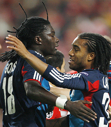 Olympique Lyon 's Bafetimbi Gomis (left) celebrates with teammate Alexandre Lacazette after scoring against Benfica on Tuesday