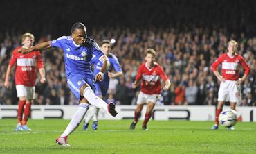 Didier Drogba scores a penalty against Spartak Moscow