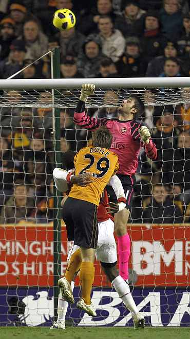 Arsenal's Manuel Almunia deflects a goal attempt from Wolverhampton Wanderers during their EPL match