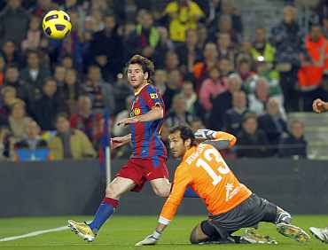 Lionel Messi scores past Villarreal's goalkeeper Lopez