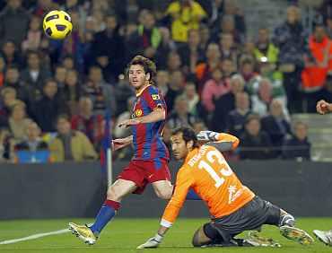 Lionel Messi scores past Villarreal's goalkeeper Lopez
