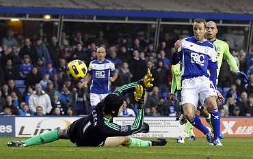 Birmingham City's Lee Bowyer scores past Chelsea's Petr Cech