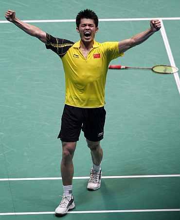 Lin Dan celebrates after beating Lee Chong Wei