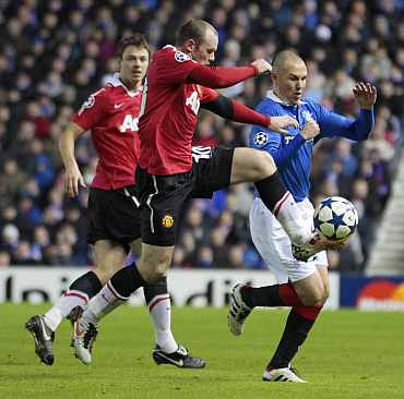 Manchester United's Wayne Rooney controls the ball during his match in Glasgow