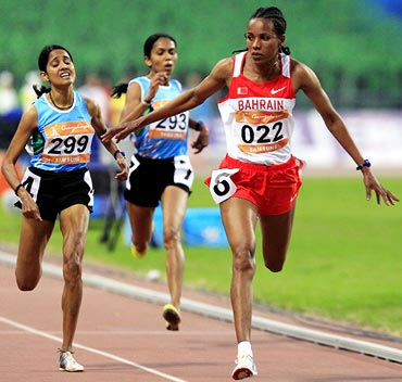 Bahrain's Mimi Belete Gebregeiorges wins the women's 5000m final ahead of India's Preeja Sreedharan (left) and Kavita Raut
