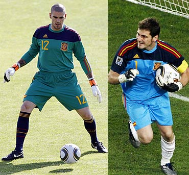 Victor Valdes (left) and Iker Casillas