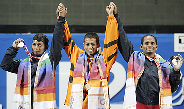 Amirul Hamizan Ibrahi (centre) with Sukhen Dey (left) and VS Rao