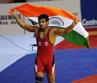 Sushil Kumar celebrates after winning the gold