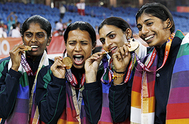 India's Sini Jose (left), Mandeep Kaur (2nd from left), Manjeet Kaur and Ashwini (right) with their gold medals after winning the women's 4x400 metres event on Tuesda