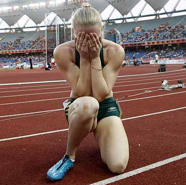 Sally Pearson reacts after losing her 100m gold medal