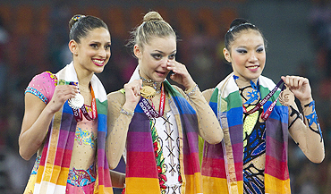 Naazmi Johnston with Chrystalleni Trikomiti (centre) and Elaine Koon after the rope final