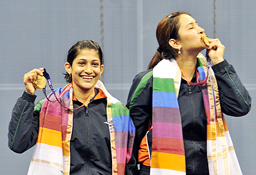 Jwala Gutta (right) and Ashwini Ponappa with their gold medals