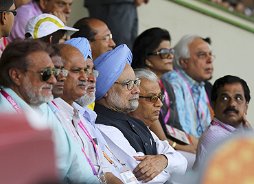 Prime Minister Manmohan Singh (centre) watches the men's field hockey final