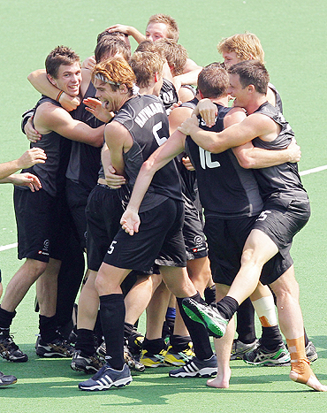 Kiwi players celebrate after beating England to claim bronze