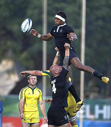 New Zealand's DJ Forbes (4) lifts team-mate Lote Raikabula at a line out during their gold medal rugby sevens match against Australia