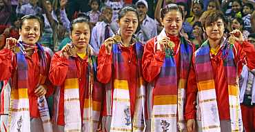 Singapore team with medals