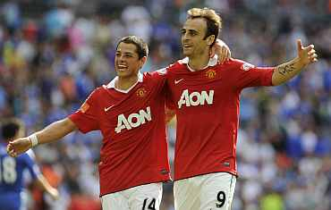 Javier Hernandez along with Dimitar Berbatov