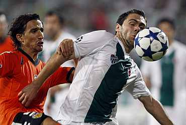Bursaspor's Ivan Ergic (right)