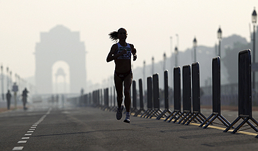 England's Michelle Cope runs past India Gate while competing in the women's marathon marathon at the Delhi Commonwealth Games