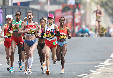 Russia's Liliya Shobukhova (3rd from left) leads the pack during the final stages of the women's London marathon on April 25.