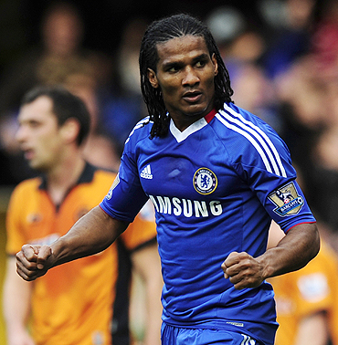 Chelsea's Florent Malouda celebrates his goal against Wolverhampton Wanderers on Saturday