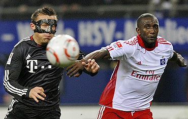 Ivica Olic of Bayern Munich and Hamburg SV's Collin Benjamin vie for possession during their Bundesliga match on Friday