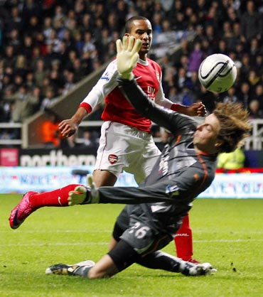 Arsenal's Theo Walcott scores a goal past Newcastle goalkeeper Tim Krul