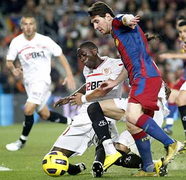 Lionel Messi scores against Sevilla