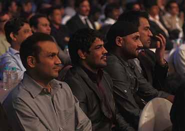 Virender Sehwag, Sushil Kumar, Harbhajan SIngh attend the Sahara India Sports Award