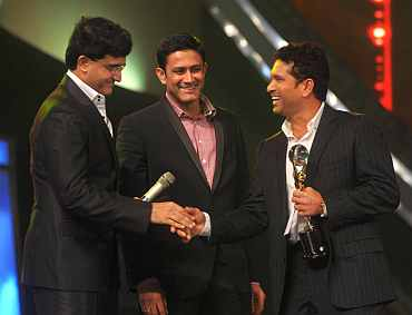 Sachin Tendulkar receives the trophy from Sourav Ganguly
