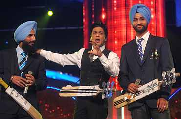 Shah Rukh Khan with Indian hockey captain Rajpal Singh and Sandeep Singh