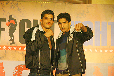 Boxers Dinesh Kumar (left) and Vijender Kumar