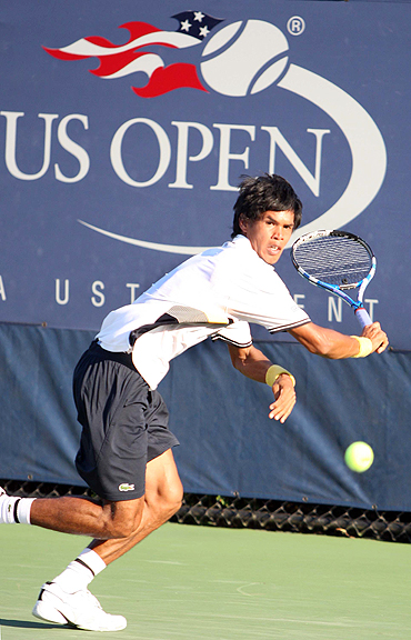 Somdev Devvarman returns during his first round match against South Africa's Kevin Anderson