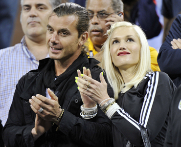 Singer Gwen Stefani and her husband Gavin Rossdale applaud Roger Federer's win over Jurgen Melzer