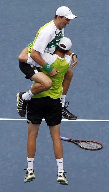 Bryan Brothers celebrate after winning US Open doubles title